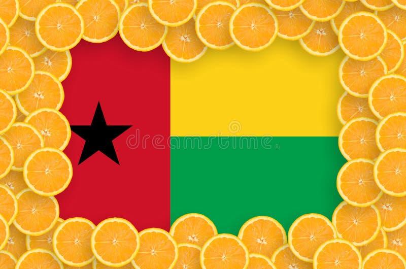 Флаг Гвинеи-Бисау в свежей рамке кусков цитрусовых фруктов бесплатная иллюстрация