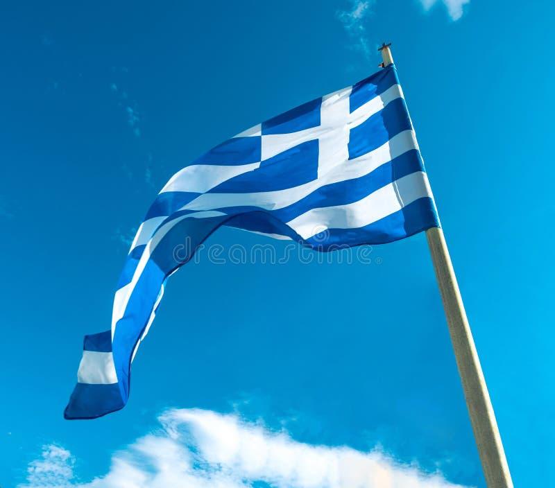 Флаг Греции на флагштоке стоковая фотография rf