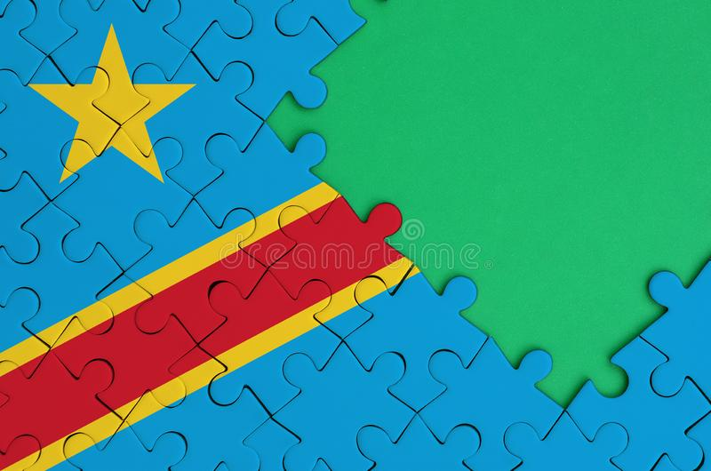 Флаг Демократической Республики Конго показан на завершенной мозаике с свободным зеленым космосом экземпляра на правильной позици стоковое фото