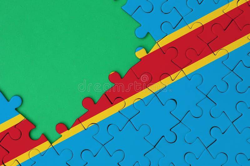 Флаг Демократической Республики Конго показан на завершенной мозаике с свободным зеленым космосом экземпляра на левой стороне стоковое фото