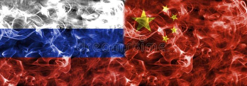 Флаг дыма России и Китая стоковое фото rf