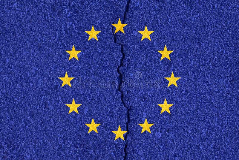 Флаг Европейского союза на треснутой предпосылке текстуры стены стоковая фотография rf