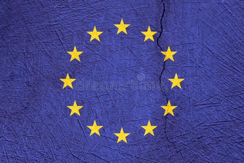 Флаг Европейского союза на треснутой предпосылке текстуры стоковые изображения