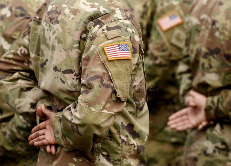 Флаг заплаты США на руке солдат Войска США стоковое фото rf