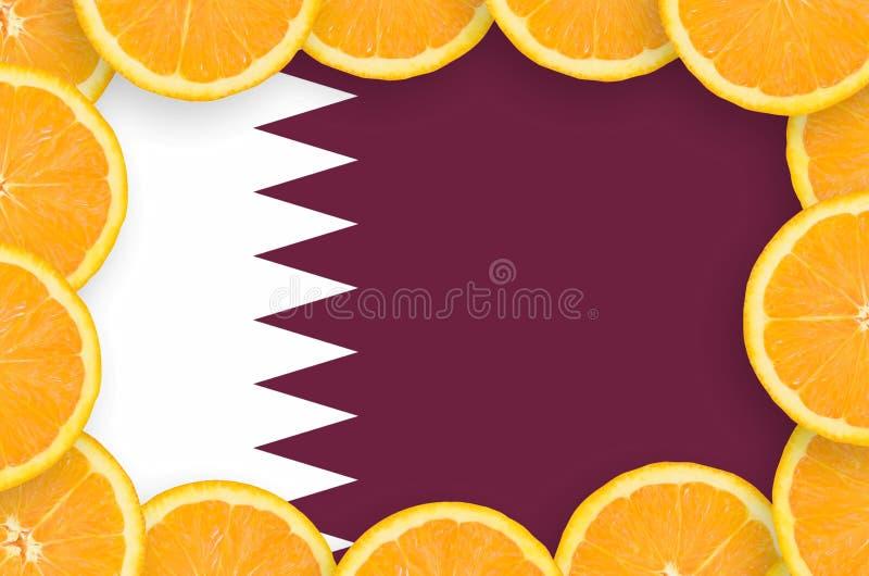 Флаг Катара в свежей рамке кусков цитрусовых фруктов иллюстрация штока