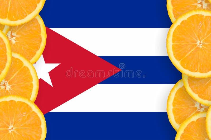 Флаг Кубы в рамке кусков цитрусовых фруктов вертикальной иллюстрация штока