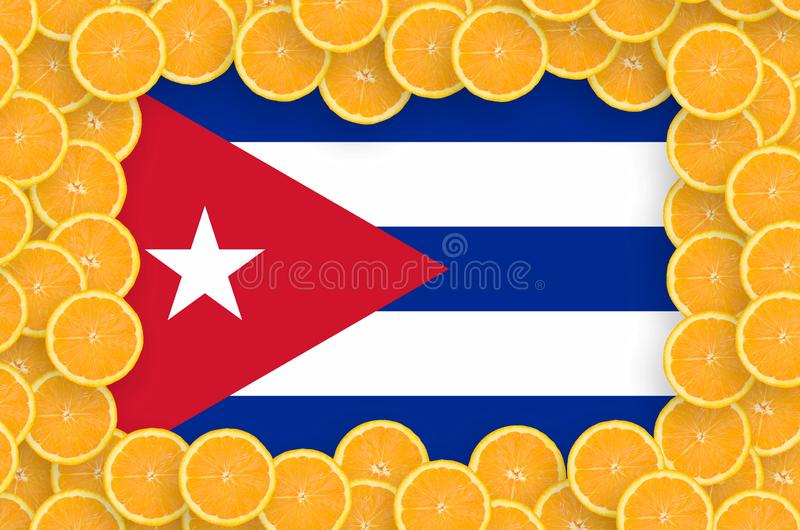 Флаг Кубы в свежей рамке кусков цитрусовых фруктов бесплатная иллюстрация