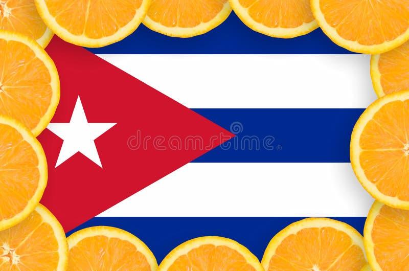 Флаг Кубы в свежей рамке кусков цитрусовых фруктов иллюстрация штока