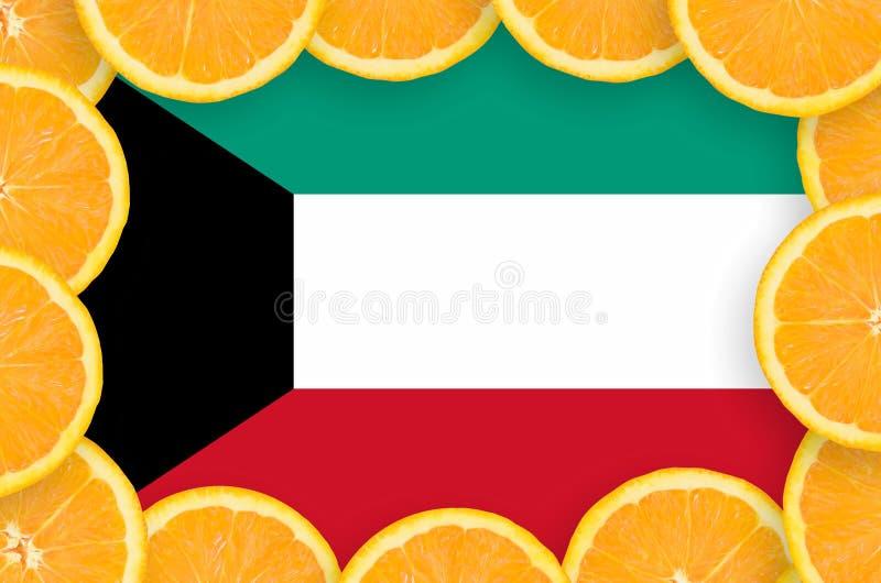 Флаг Кувейта в свежей рамке кусков цитрусовых фруктов иллюстрация штока