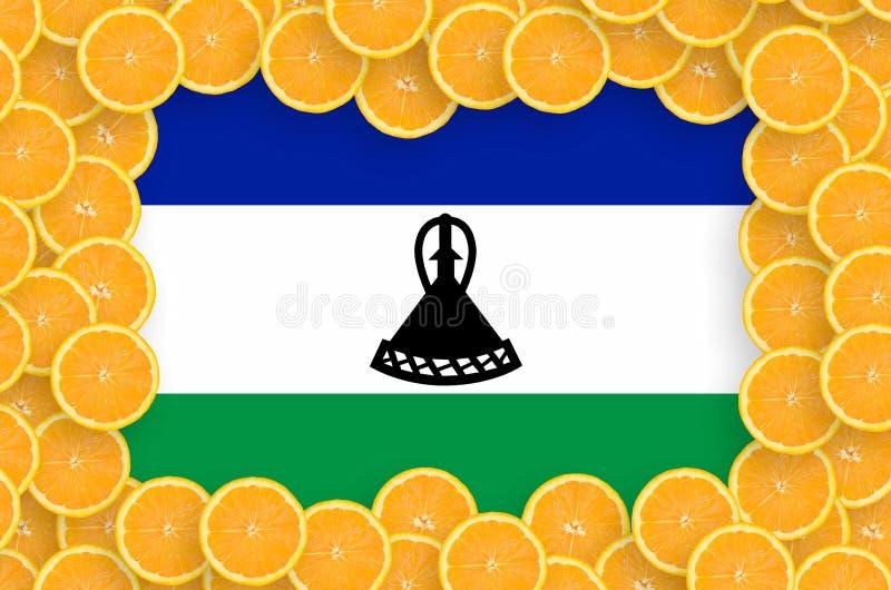 Флаг Лесото в свежей рамке кусков цитрусовых фруктов иллюстрация вектора