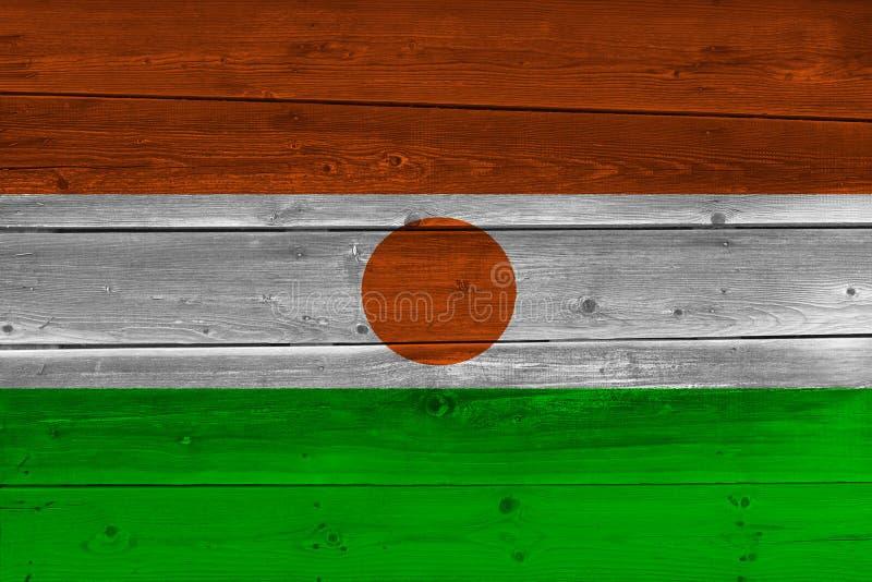 Флаг Нигера покрашенный на старой деревянной планке стоковое фото rf