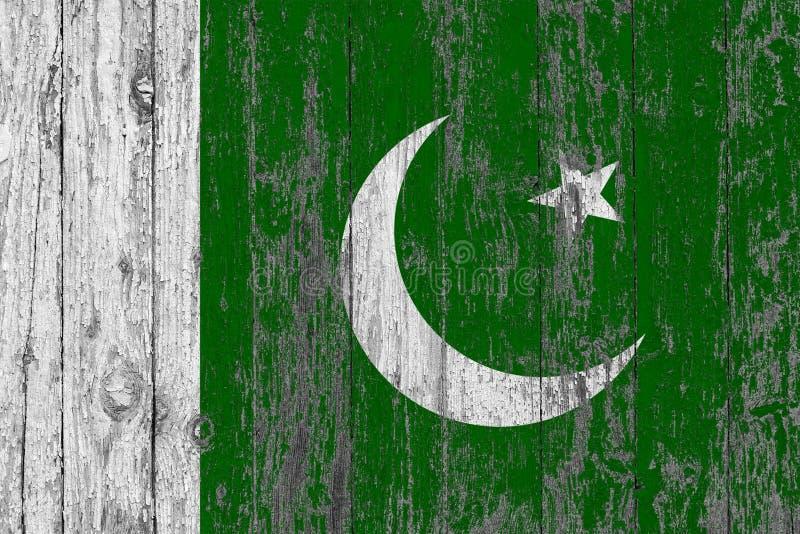 Флаг Пакистана покрасил на несенной вне деревянной предпосылке текстуры стоковое фото rf