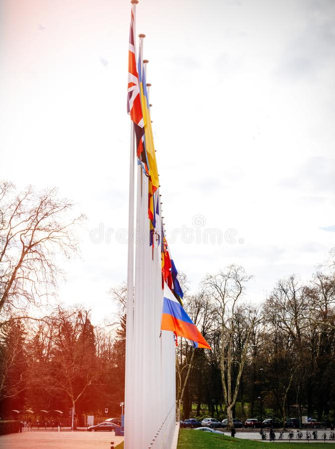 Флаг полу-рангоута летания России на здании Совета Европы стоковая фотография
