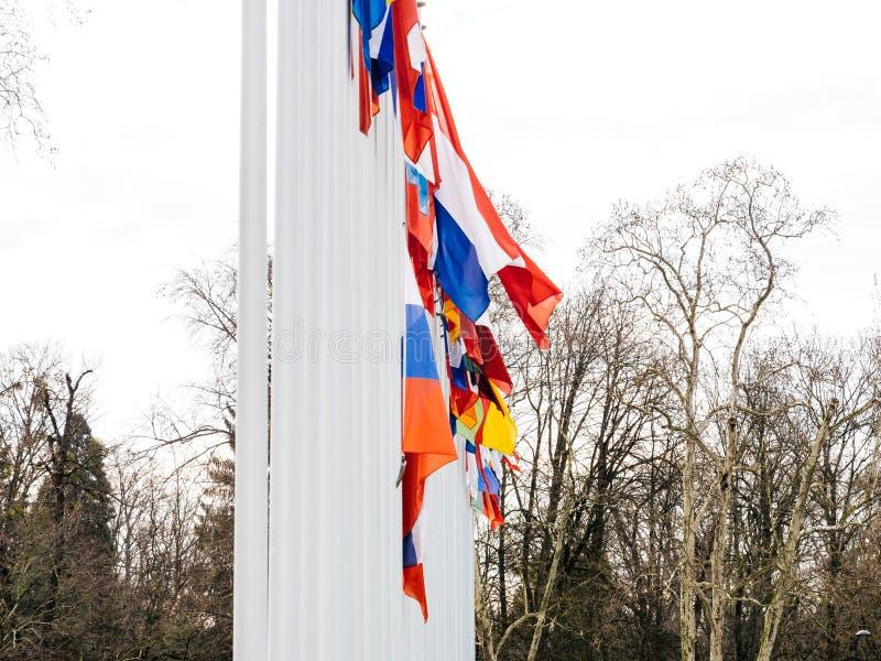 Флаг полу-рангоута летания России на здании Совета Европы стоковые изображения rf