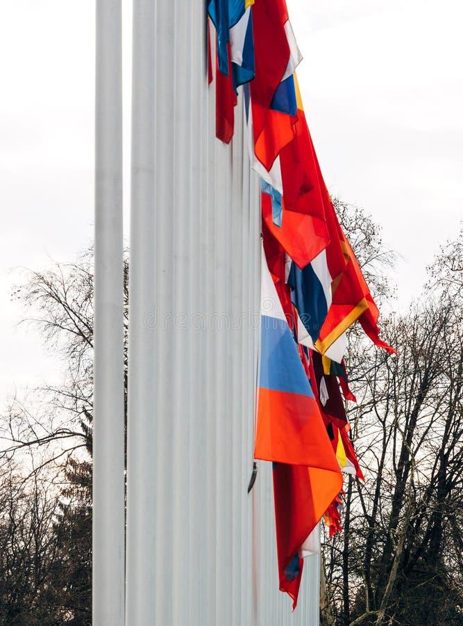 Флаг полу-рангоута летания России на здании Совета Европы стоковое изображение