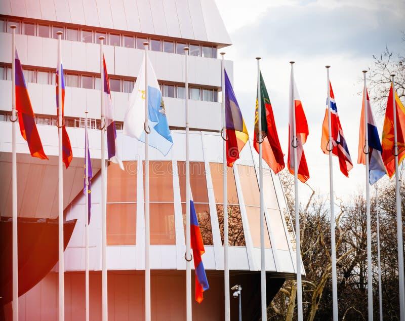 Флаг полу-рангоута летания России на Совете Европы в Strasbou стоковая фотография