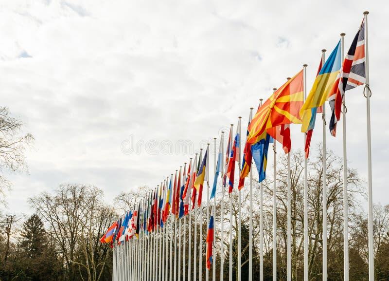 Флаг полу-рангоута летания России на Совете Европы в Strasbou стоковые фото