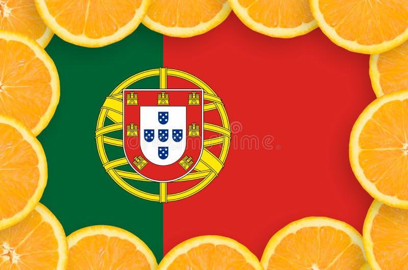 Флаг Португалии в свежей рамке кусков цитрусовых фруктов иллюстрация вектора