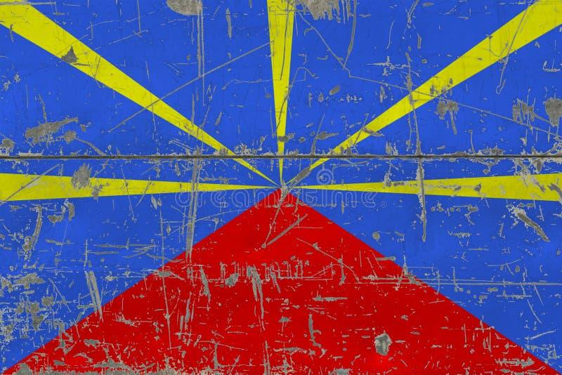Флаг Реюньона Grunge на старой поцарапанной деревянной поверхности Национальная винтажная предпосылка стоковые фотографии rf
