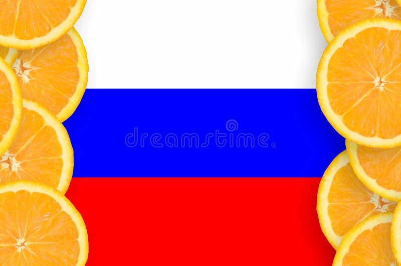 Флаг России в рамке кусков цитрусовых фруктов вертикальной стоковое изображение