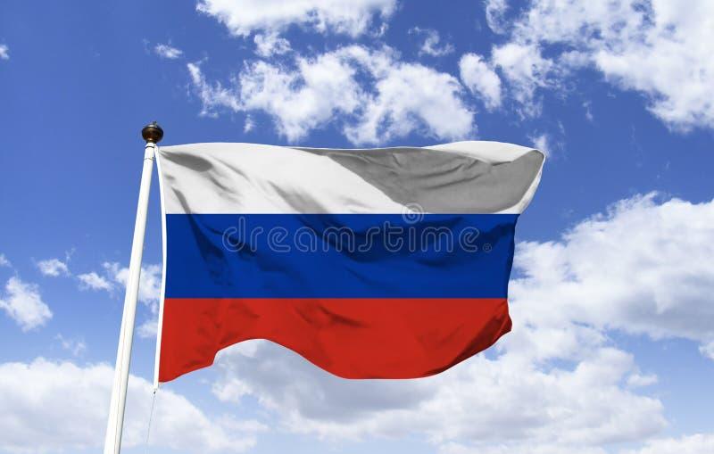Флаг России, дрожа под голубым небом стоковое фото