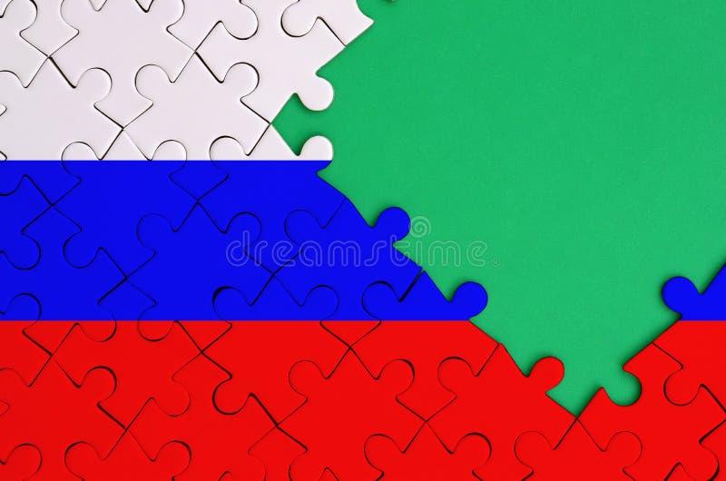 Флаг России показан на завершенной мозаике с свободным зеленым космосом экземпляра на правильной позиции стоковое изображение