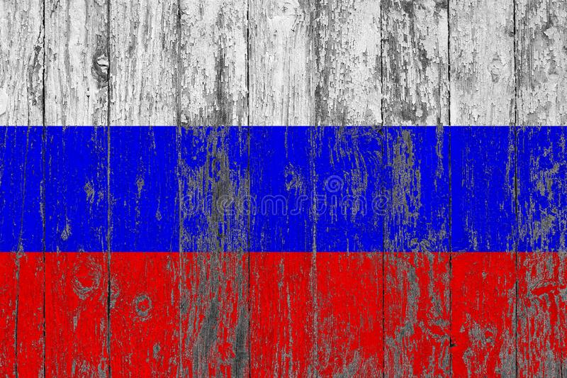 Флаг России покрасил на несенной вне деревянной предпосылке текстуры стоковое фото