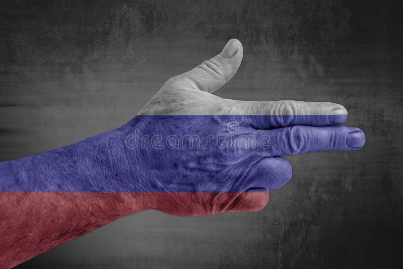 Флаг России покрашенный на мужской руке как оружие стоковое изображение rf