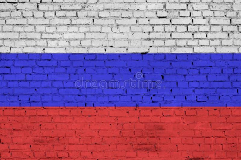 Флаг России покрашен на старую кирпичную стену стоковое изображение