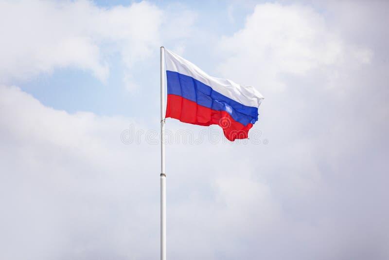 флаг Россия Tricolor: белые, голубые и красные нашивки стоковое фото rf