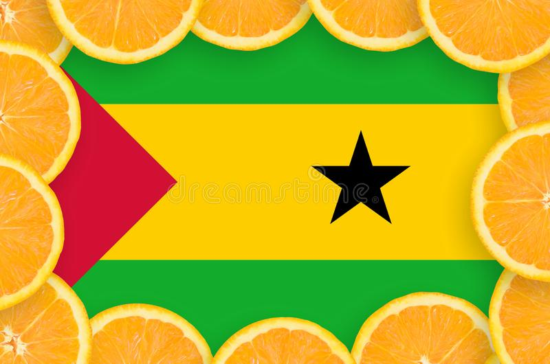 Флаг Сан Томе и Принчипе в свежей рамке кусков цитрусовых фруктов бесплатная иллюстрация