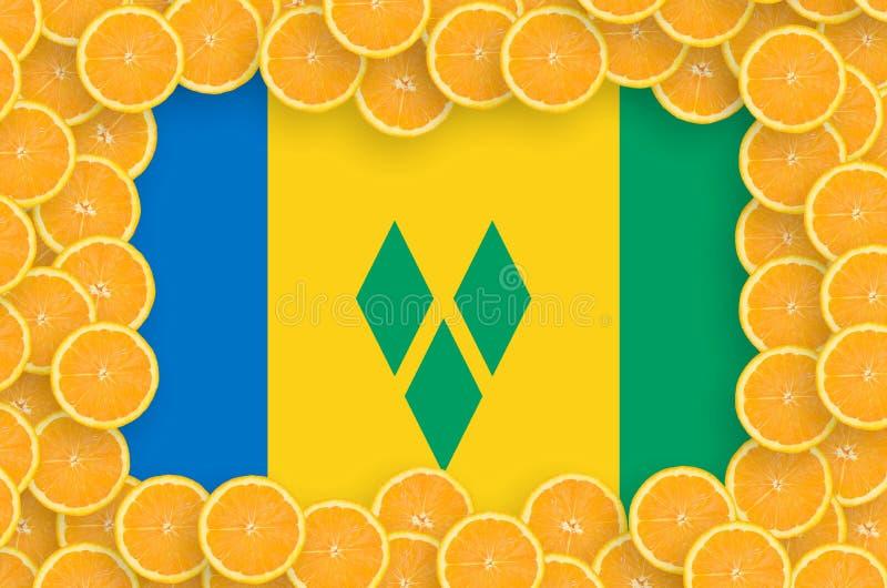 Флаг Сент-Винсент и Гренадины в свежей рамке кусков цитрусовых фруктов иллюстрация штока