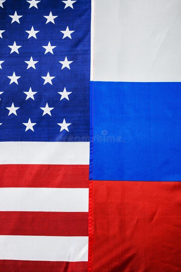 Флаг США и флаг России предпосылка стоковое фото
