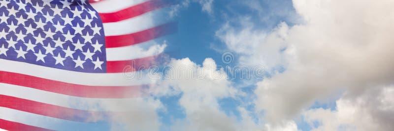 Флаг США с переходом неба стоковая фотография rf