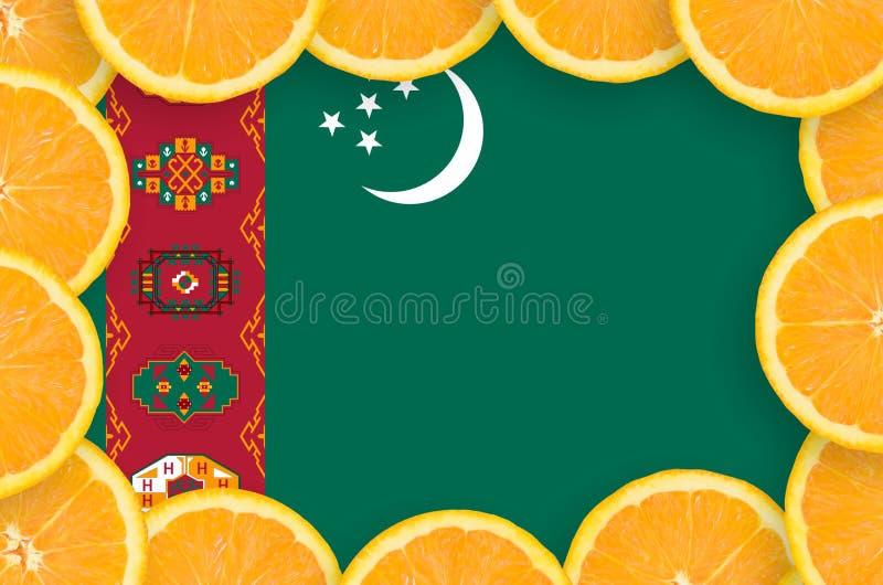 Флаг Туркменистан в свежей рамке кусков цитрусовых фруктов иллюстрация вектора