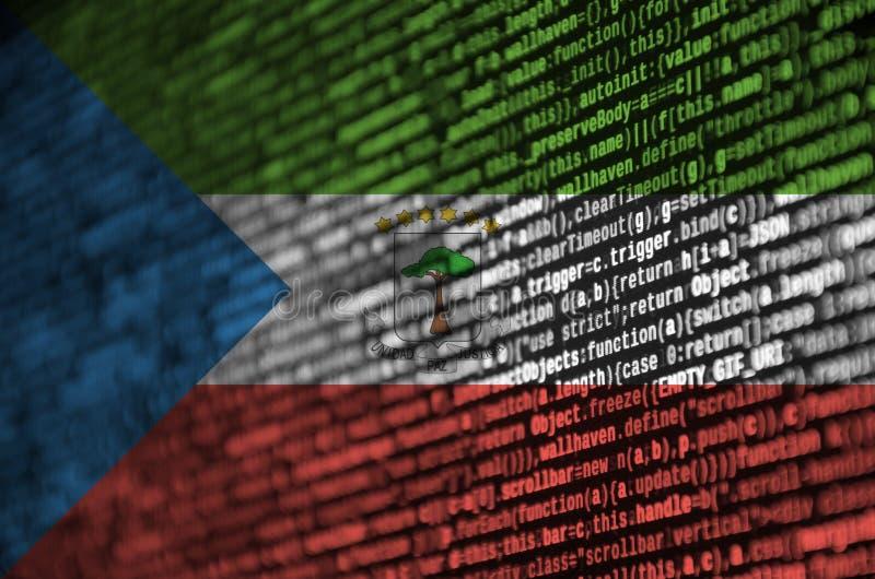 Флаг Экваториальной Гвинеи показан на экране с кодом программы Концепция современного развития технологии и места бесплатная иллюстрация