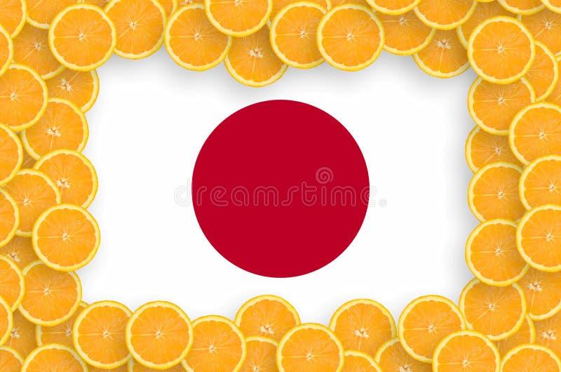 Флаг Японии в свежей рамке кусков цитрусовых фруктов иллюстрация штока
