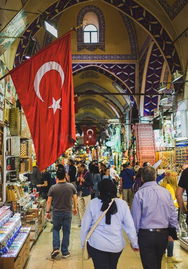 Флаг Turkish в грандиозном базаре стоковая фотография rf