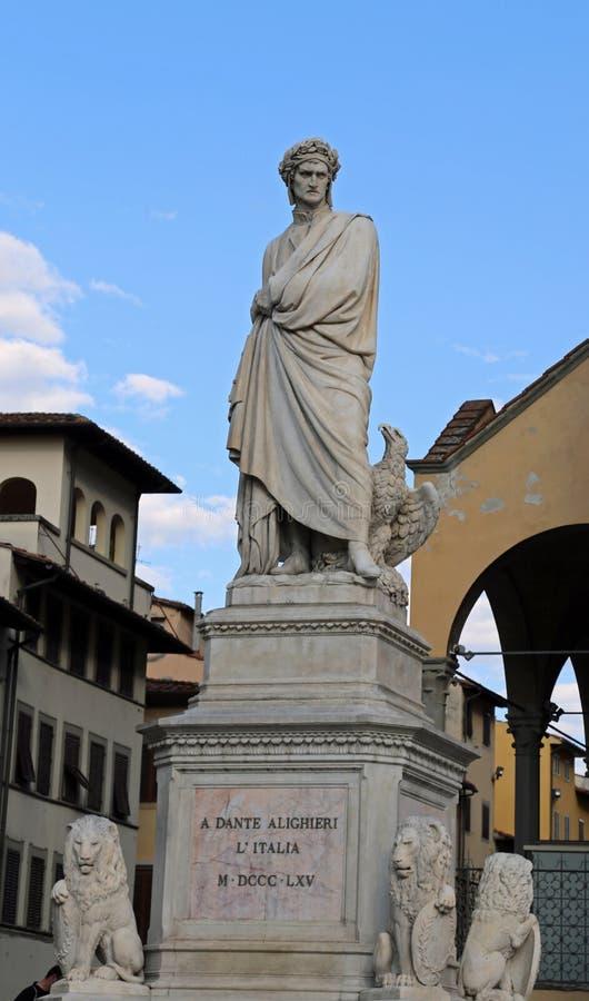 Флоренс, Италия - 21-ое августа 2015: Старая статуя Dante Aligheri стоковая фотография