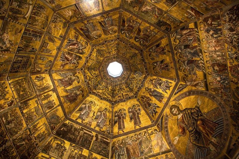 Флоренс, Италия - 8-ое сентября 2017: Золотой потолок баптистерего Флоренса San Giovanni стоковые изображения rf