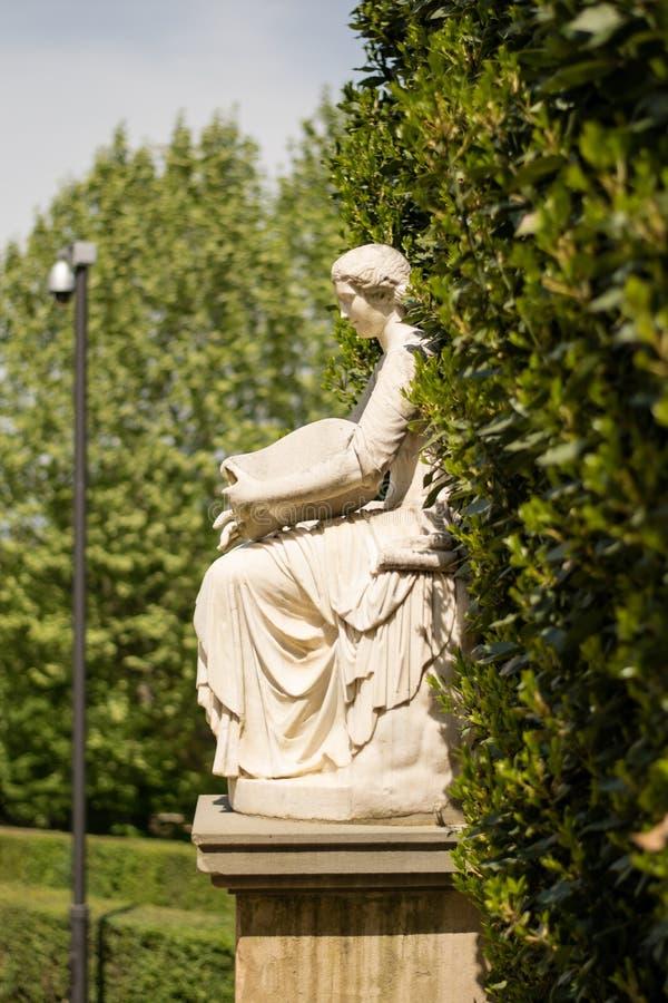 Флоренс, Италия - 23-ье апреля 2018: одна из статуй в Boboli garde стоковые фото