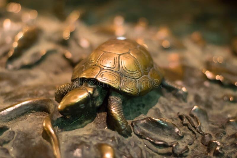 Флоренс, Италия - 23-ье апреля 2018: черепаха на Фонтане del Porcellino стоковое изображение