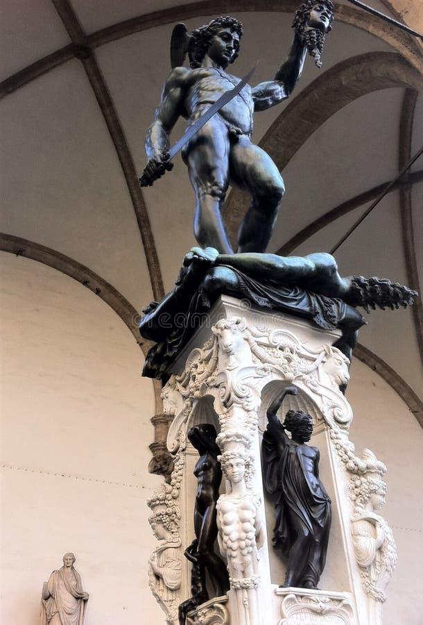 Флоренс, Италия, Perseus с головой Медузы бронзовая скульптура сделанная Benvenuto Cellini стоковое изображение