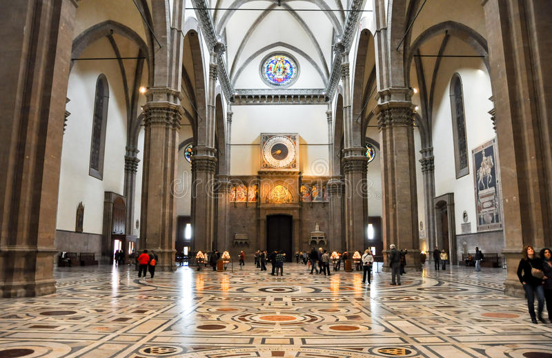 ФЛОРЕНЦИЯ 10-ОЕ НОЯБРЯ: Ступица di Santa Maria del Fiore и часов базилики на 10,2010 -го ноября в Флоренсе, Италии. стоковые фото