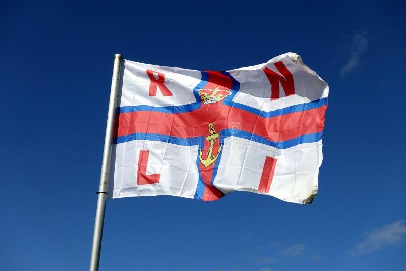 Фолмут, Корнуолл, Великобритания - 11-ое апреля 2018: Флаг RNLI (Ro стоковые фото