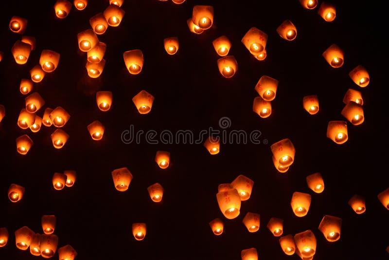Фонарики в ночном небе на Pingxi неба фестивале 2017 фонарика в Тайване стоковые изображения rf