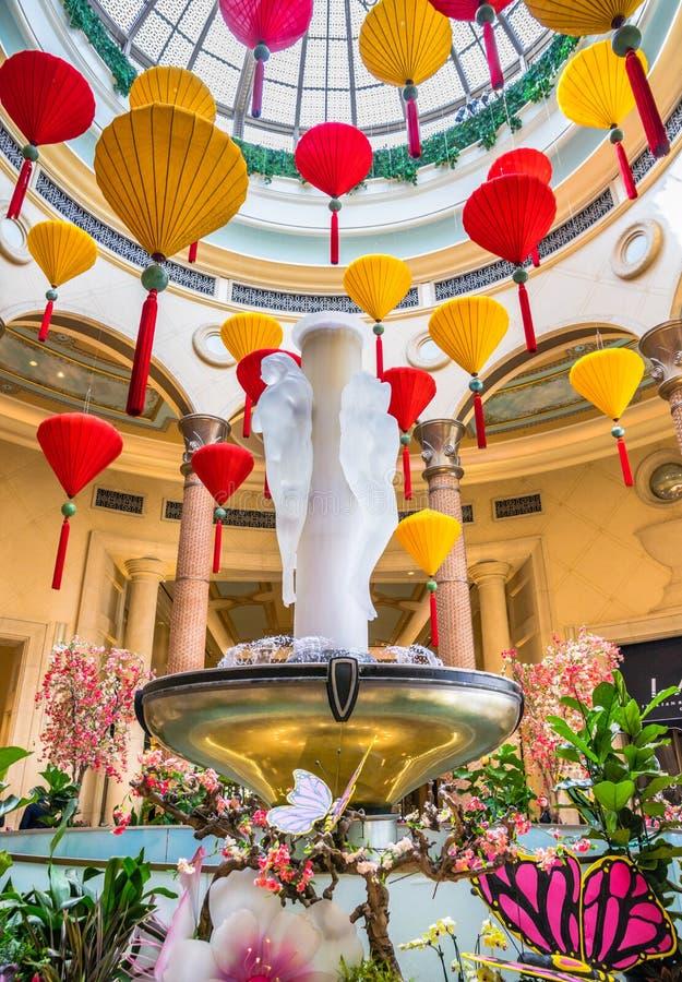 Фонарики и фонтан Palazzo плавая стоковые изображения