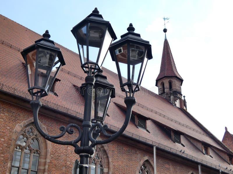 Фонарик и церковь стоковое фото