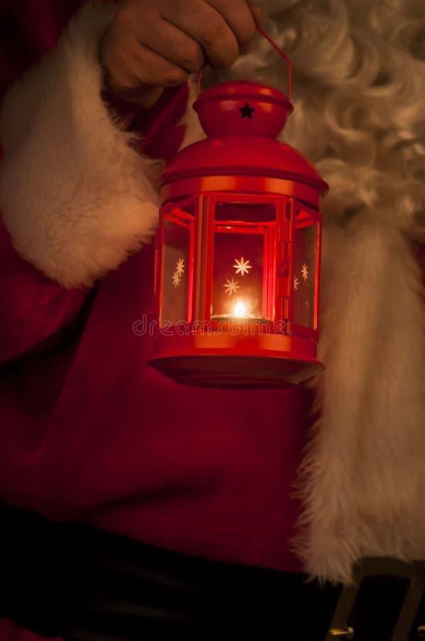 Фонарик рождества с Санта Клаусом на заднем плане стоковые фото