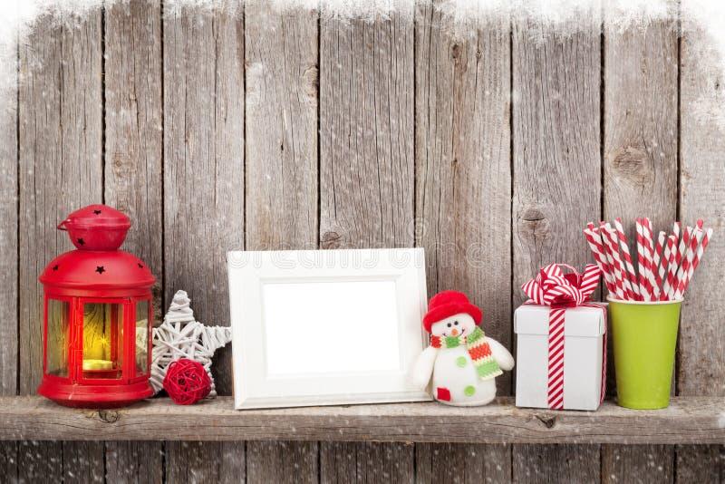 Фонарик свечи рождества, рамка фото и оформление стоковые фотографии rf